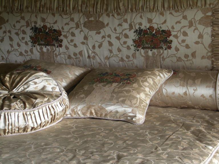 текстильный декор кровати